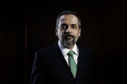O ministro brigão