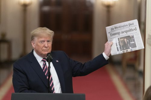 Trump larga na frente