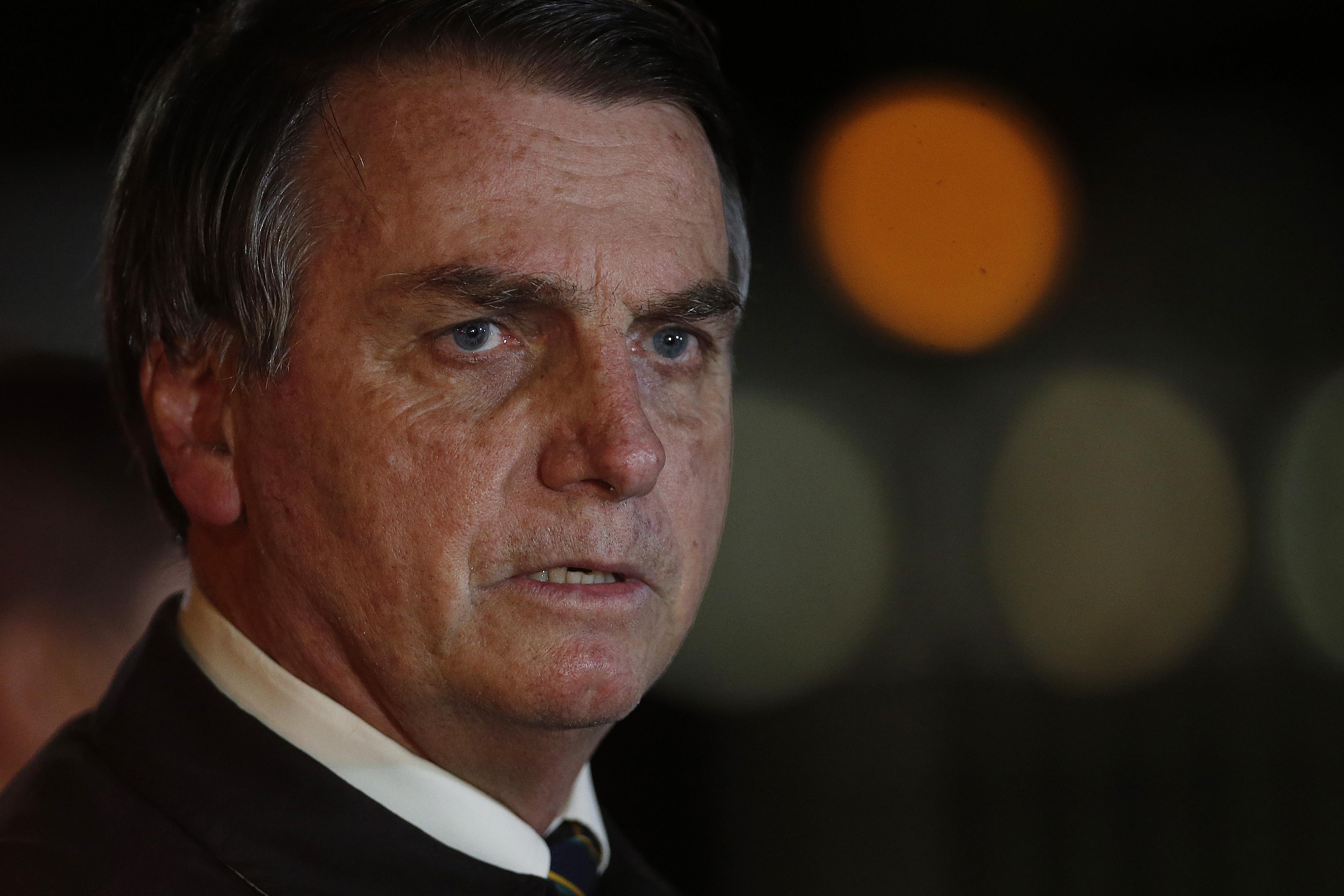 Bolsonaro veta auxílio financeiro a escolas para aulas à distância